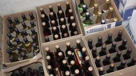 Полицейские изъяли 1057 бутылок поддельного алкоголя