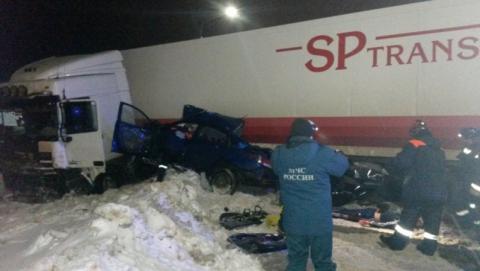 Двое саратовцев разбились под Ярославлем в аварии с фурой