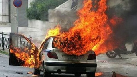 По пути в Дубки у водителя загорелся накрытый одеялом мотор