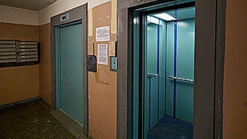 В лифте дома на Шелковичной изнасиловали девушку