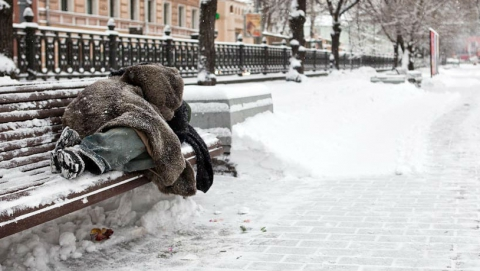 Саратовец уснул на улице после запрета тещи входить в дом