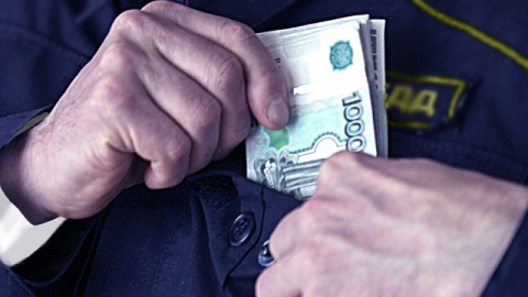 Бывший инспектор ДПС выманил у водителя маршрутки 15 тысяч рублей