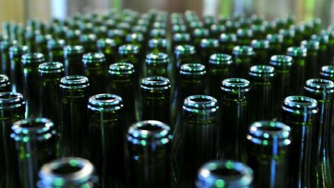 На рынке нашли почти 8 тысяч бутылок поддельного алкоголя