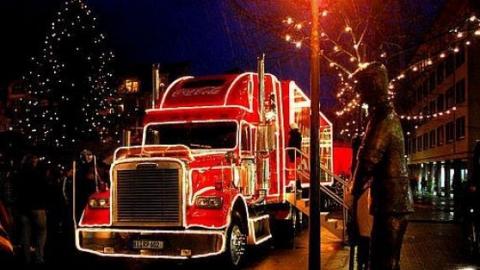 """В Саратове откроют городскую елку и встретят караван """"Кока-Кола"""""""