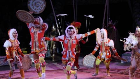 Администрация поздравила саратовцев новогодней цирковой программой