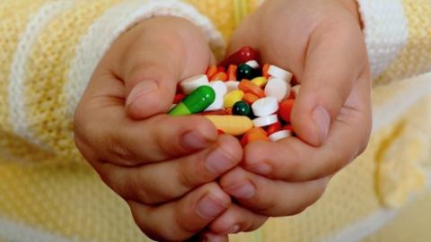 Двухлетняя девочка отравилась противомикробными таблетками