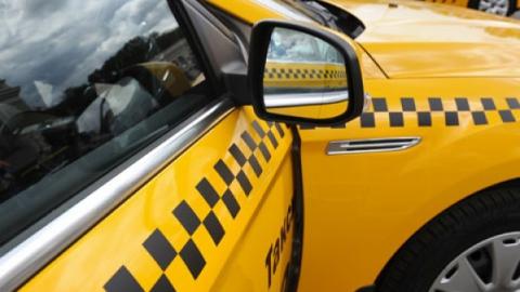 Полицейские задержали избившего саратовчанку таксиста