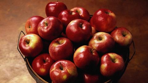 Нарушители скрывали подозрительные яблоки в коробках из-под бананов