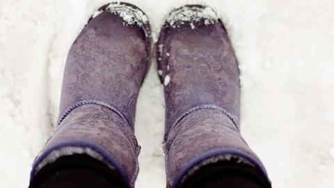 Простоявшая под дверью на морозе школьница попала в больницу
