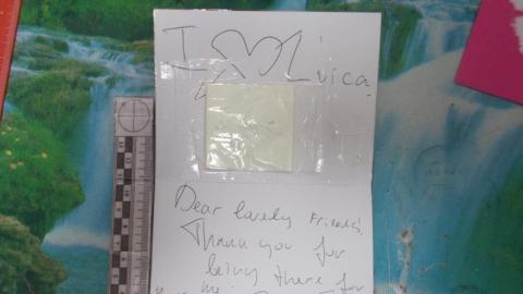 Таможенники задержали поздравительные открытки из Канады с наркотиками