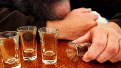 Минздрав предупреждает об опасности отравлений суррогатным алкоголем