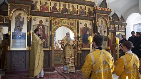 Митрополит Лонгин проведет Божественную литургию в новогоднюю ночь