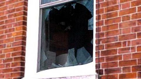 Сельчанин разбил окно в доме соседа