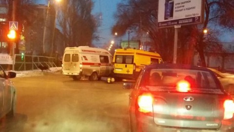 В центре Саратова столкнулись две машины скорой помощи