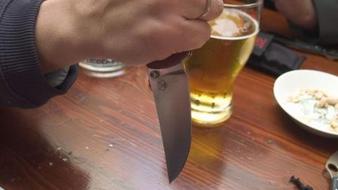 Употребление алкоголя с рецидивистом закончилось для парня поножовщиной