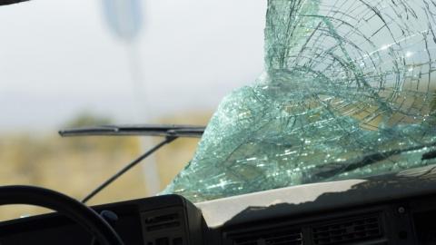 На трассе в Вольском районе в перевернувшемся автомобиле погиб водитель