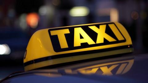Пьяный пассажир ударил ножом таксиста