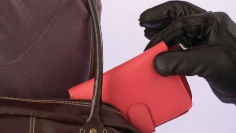Ранее судимый подросток признался в краже денег саратовчанки