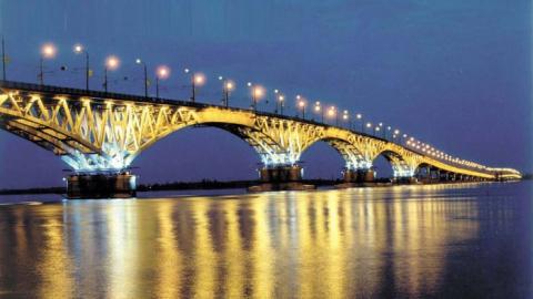 Полицейские сняли мужчину с моста Саратов-Энгельс