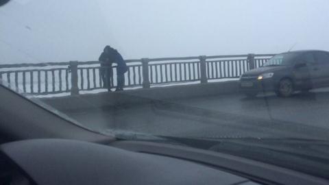 """Спасатели сняли с моста """"Саратов-Энгельс"""" самоубийцу"""