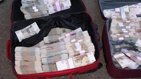 Из квартиры саратовского менеджера вынесли почти 100 тысяч