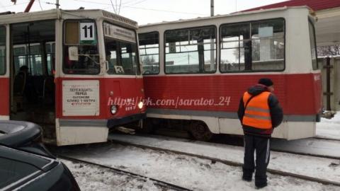 В Саратове при столкновении двух трамваев разбились стекла