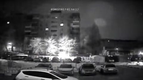 В Саратове после поджога моментально сгорела корейская иномарка