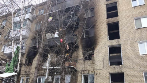 Пострадавшего от взрыва в квартире саратовца спасли прохожие