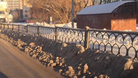 Виновных в свалке грязного снега у реки будут искать экологи и Росприродназдзор