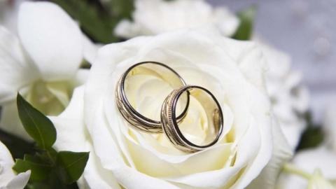 Пострадавшие от взрыва жильцы пригласили губернатора на свадьбу