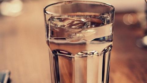 Годовалый малыш обжег лицо стаканом горячей воды