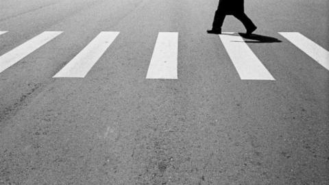 Сбивший насмерть пешехода шофёр упрятал машину надаче