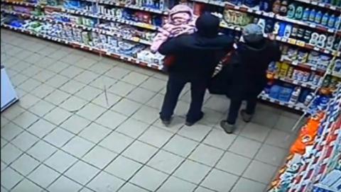 ВЭнгельсе молодая мать для расплаты стаксистом ограбила магазин