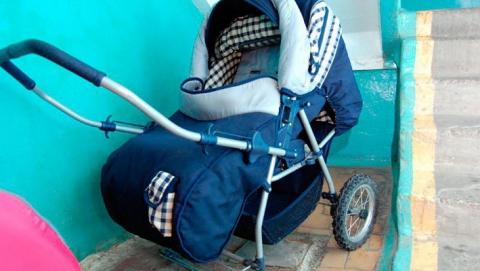 Житель Саратова украл детскую коляску и сдал в ломбард