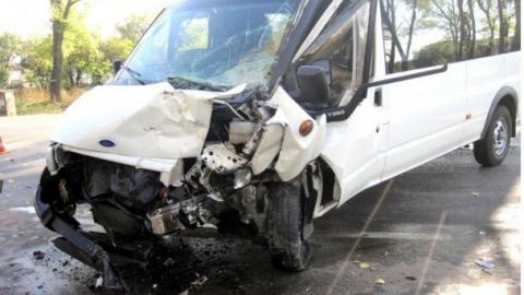 В Саратове джип столкнулся с автобусом, пострадали пассажиры