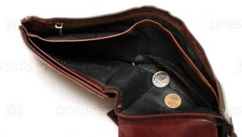 Пенсионер похитил забытый убанкомата кошелек срублями идолларами