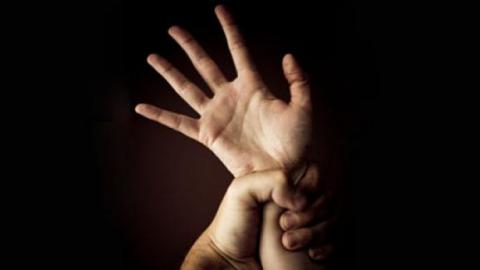 Гражданин Аркадакского района пытался изнасиловать 10-летнюю дочь сожительницы