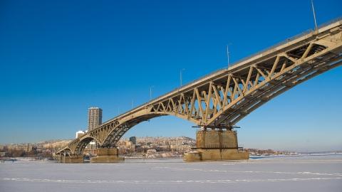 Насаратовском мосту полицейские спасли девушку отпопытки суицида