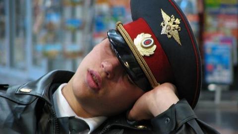 После проверки прокуратуры Волжского района саратовского полицейского сократили заволокиту