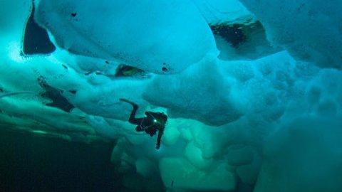 ВСаратове водолазы продолжают поиски провалившейся под лед восьмилетней девушки
