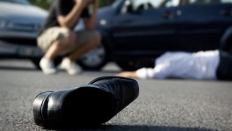 Дорожные полицейские разыскивают 2-х водителей, которые сбили женщин иуехали