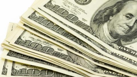 Центробанк поднял официальные курсы евро идоллара насреду