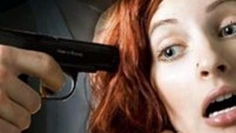 Пенсионер вЭнгельсе едва неубил женщину около музыкального автомата вкафе