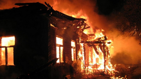 Три человека погибли впожаре вСаратовской области
