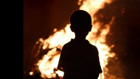 Четверо детей ипенсионер попали в поликлинику после пожара вЭнгельсе
