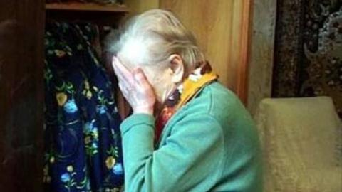 Внук избил пожилую саратовчанку у нее дома