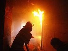 Спасатели пилили решетки на окнах горящей квартиры