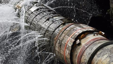 Из-за изношенных труб утекает 50 процентов всей воды от«Водоканала»