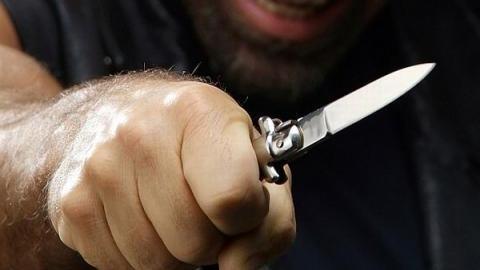 Пенсионер напал сножом нафельдшера «скорой», нежелая госпитализации молодой сожительницы