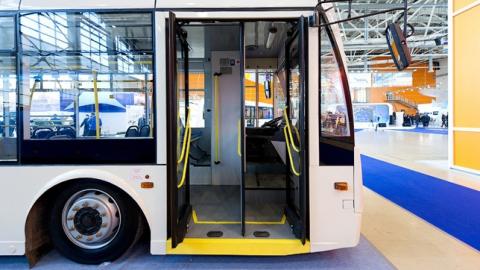Преступник выхватывал упассажиров автобусов телефоны иубегал— МВД